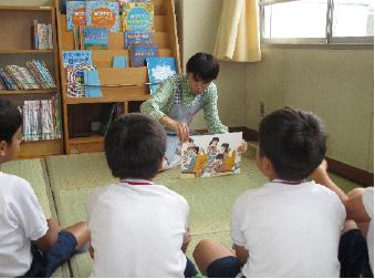 学校図書館支援員活動状況の写真・1