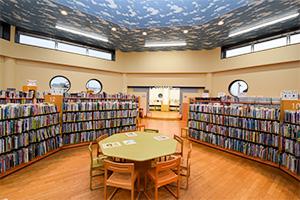 行田市立図書館 館内の写真